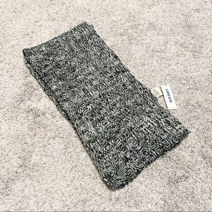 Old Navy Black and White Knit Scarf